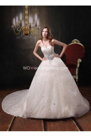 The bride in wedding gown love full of gentle and lovely mood