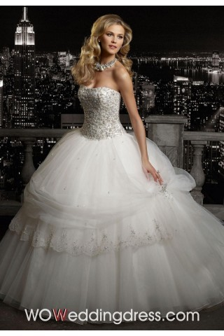 Appropriate makeup look, perfect bride.